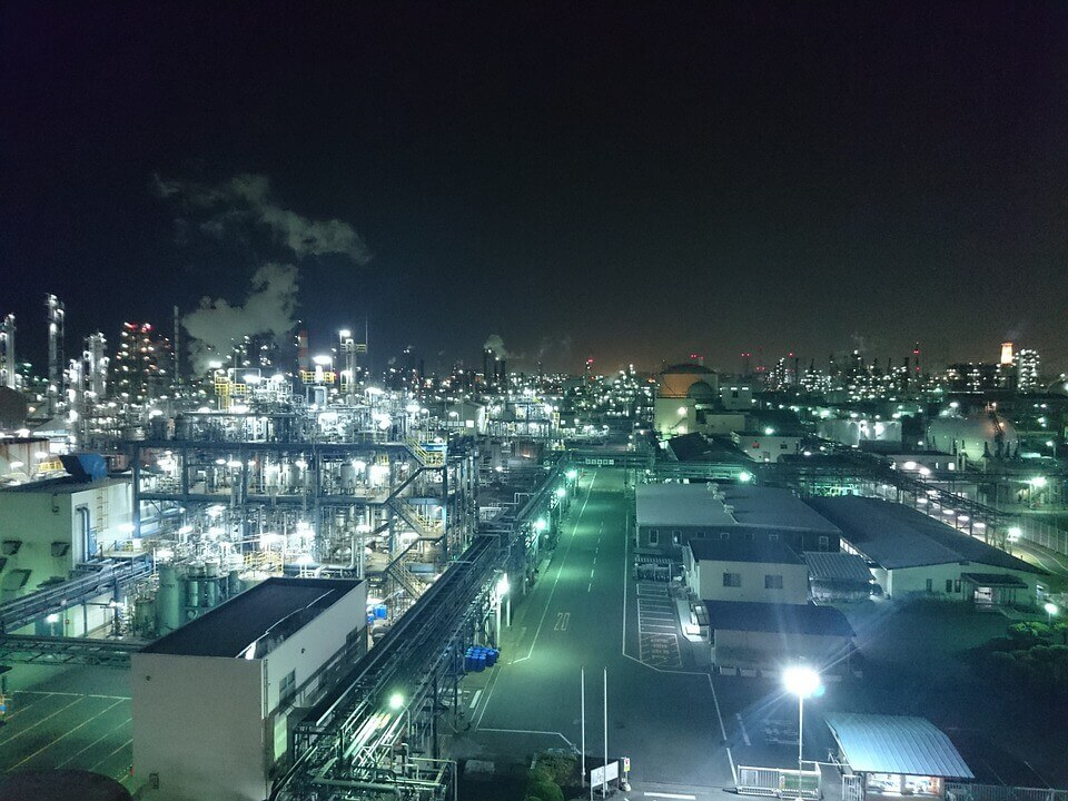 contaminación lumínica de una fabrica